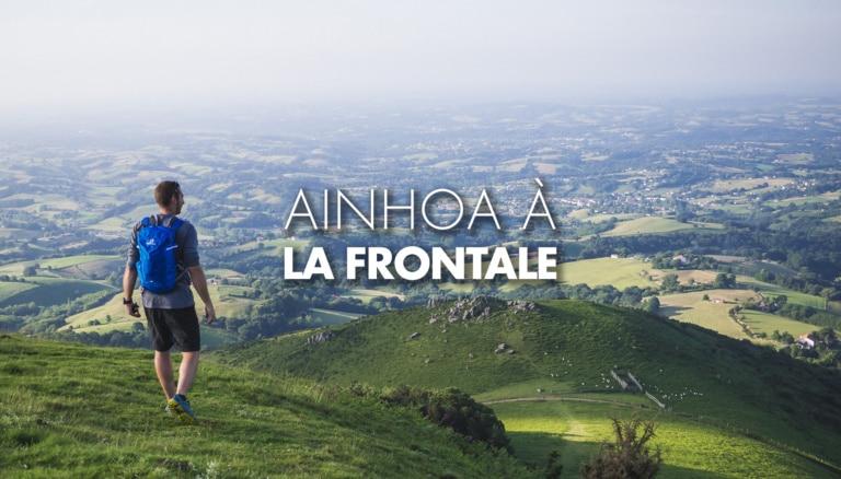 Randonneur sur une coline à Ainhoa au Pays Basque