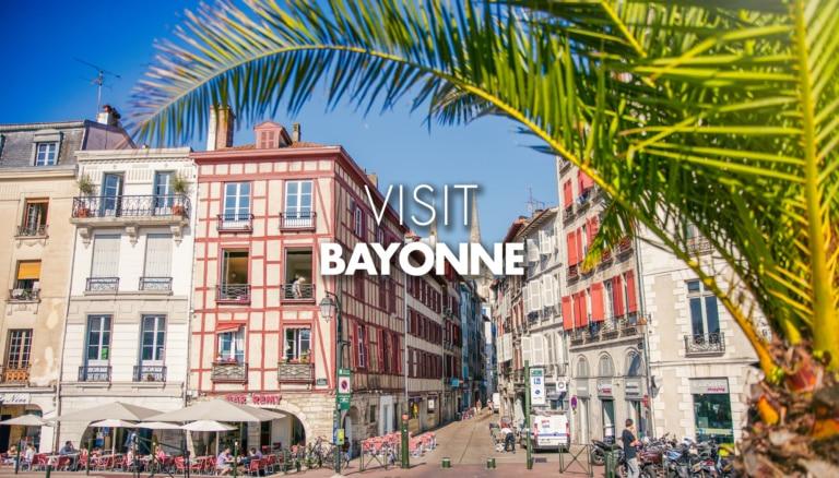 Façades de maisons centre de Bayonne au Pays basque