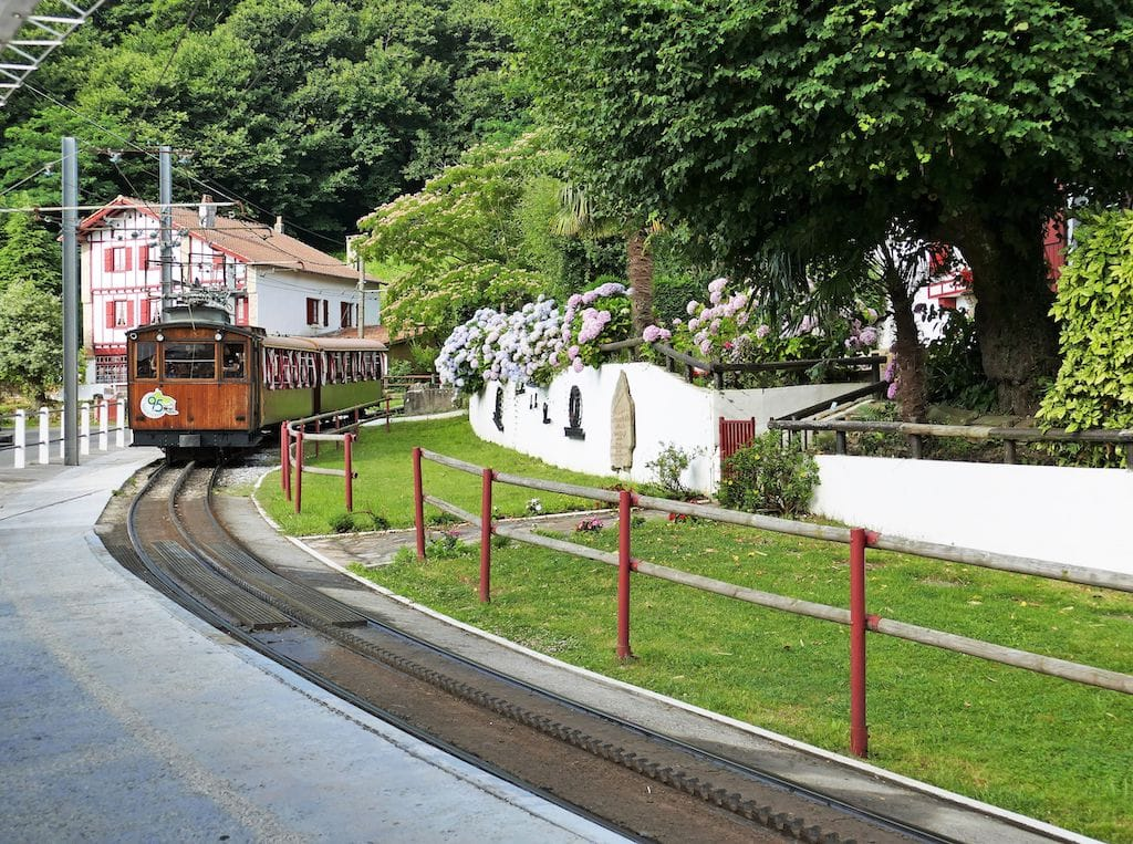 plus-beaux-villages-france-Gare du train de la Rhune ©F.Perrot