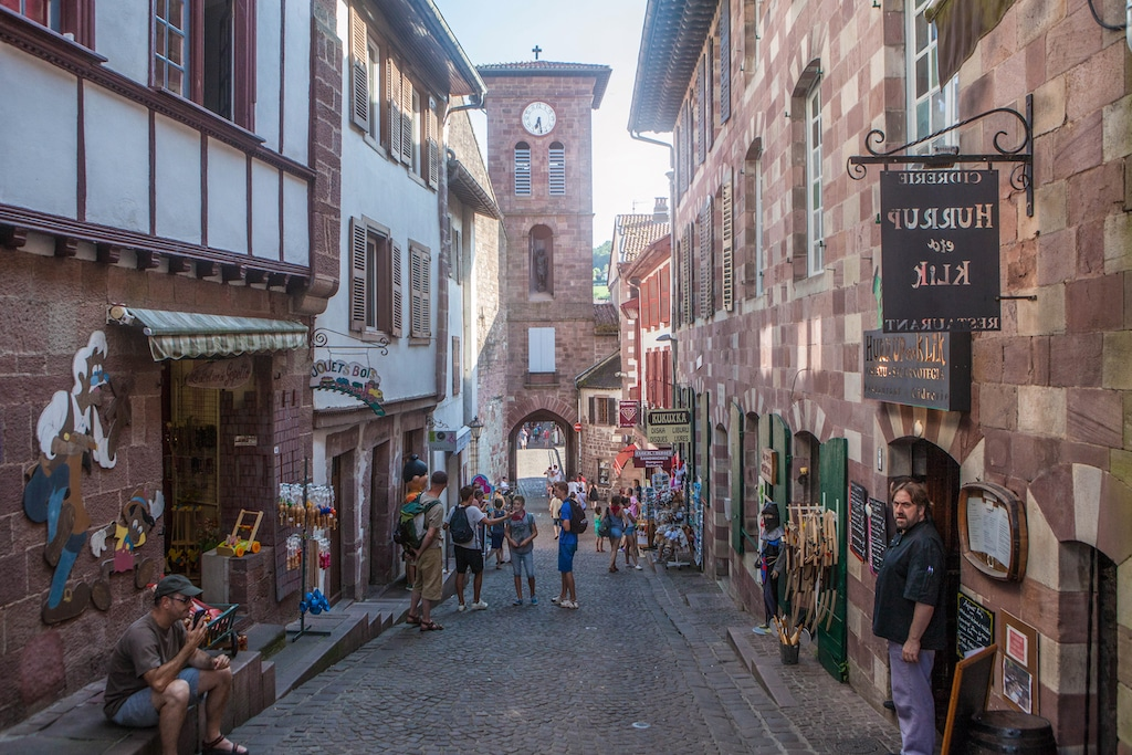 plus-beaux-villages-france-Saint-Jean Pied de Port rue 003 ©PierreCarton.com
