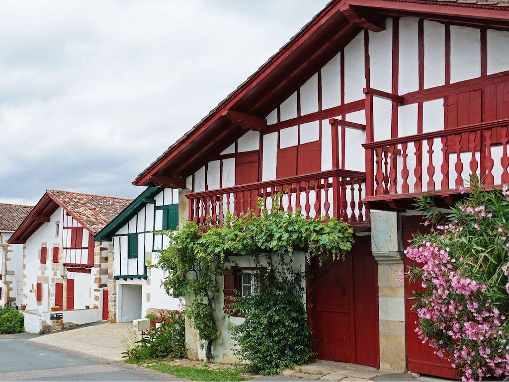 plus-beaux-villages-france-Sare quartier Ihalar ©F.Perrot