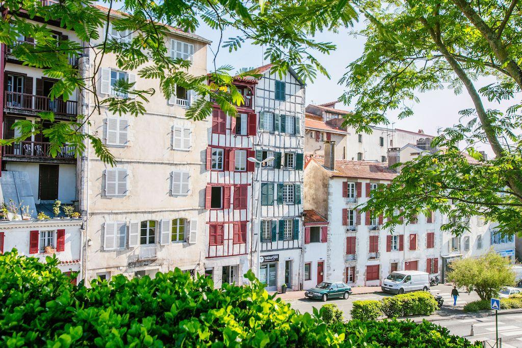 sejour-culture-gastronomie-paysbasque-Bayonne quai de la Nive 003 ©Pierre-Alex