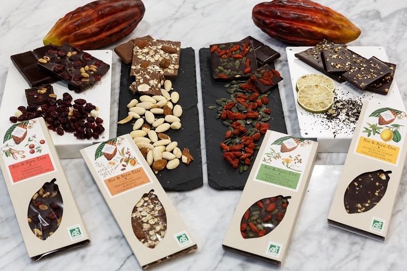 sejour-culture-gastronomie-paysbasque-bayonne-Assortiment-gamme-tablettes-chocolat-bio-muesli-citron-courges-goja-amandes-cranberries-soja-verveines-atelier-du-chocolat-bayonne