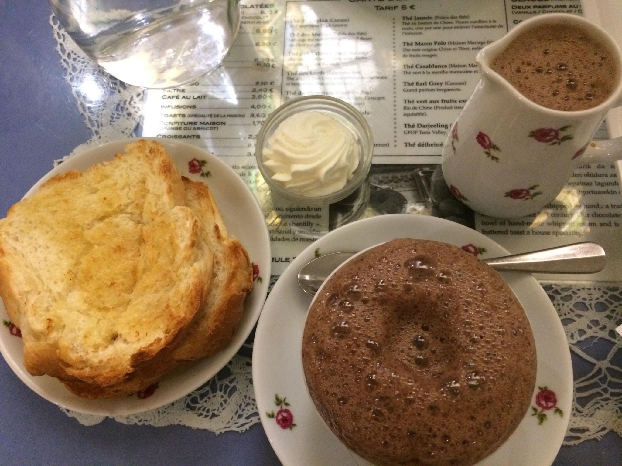 sejour-culture-gastronomie-paysbasque-bayonne-Bayonne chocolat chaud Cazenave ©CDT64-A.Salaun