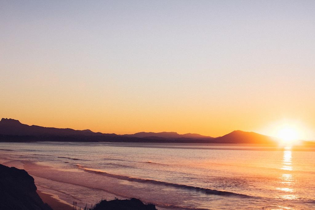 sejour-famille-cote-basque-Anglet, plage au coucher de soleil © Pierre-Alex