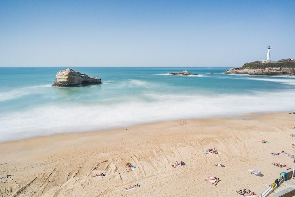 sejour-famille-cote-basque-Biarritz Grande Plage et phare ©Damien Dohmen