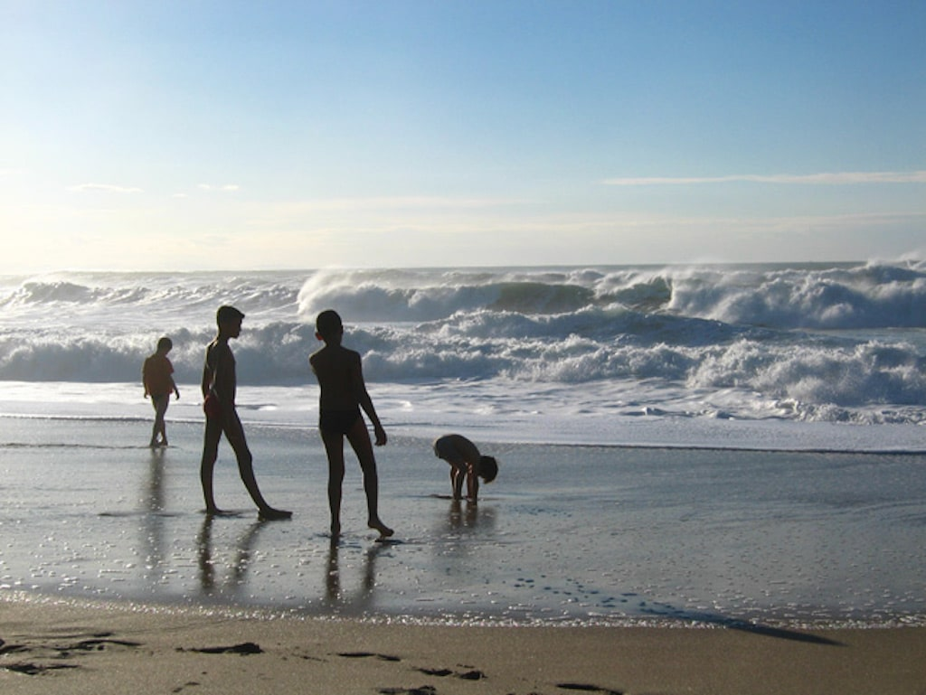 sejour-famille-cote-basque-Enfants sur la plage 01 ©CDT64