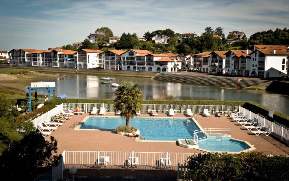 sejour-famille-cote-basque-Fort-Socoa-piscine2-res-urrugne