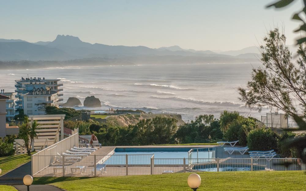 sejour-famille-cote-basque-eugenie-exterieur-piscine-Biarritz
