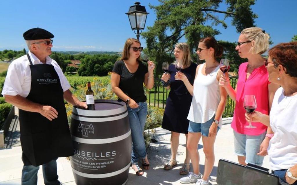 sejour-oenologie-madiran-bearn-Chateau-de-Crouseilles-degustation-vin-madiran-pacherenc-credit-photo-guide-bearn-pyrenees