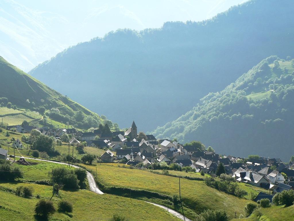 sejour-pyrenees-bearnaises-Lescun Village ©CDT64
