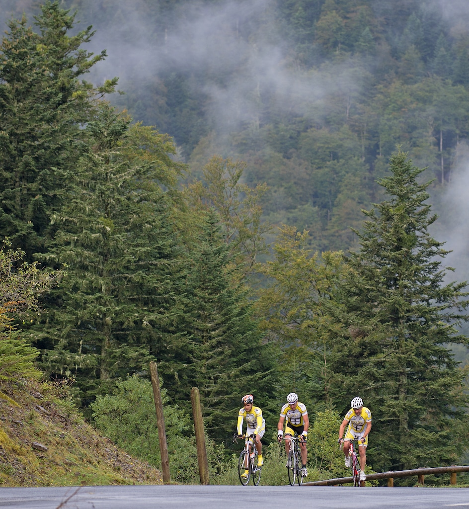 sejour-velo-electrique-Pyrenees-bearnaises-col-Pierre-Saint-Martin 003 ©CDT64-P.Gaillard