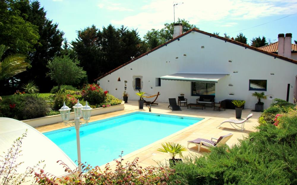 weekend-amoureux-bearn-chambre-hotes-2-piscine