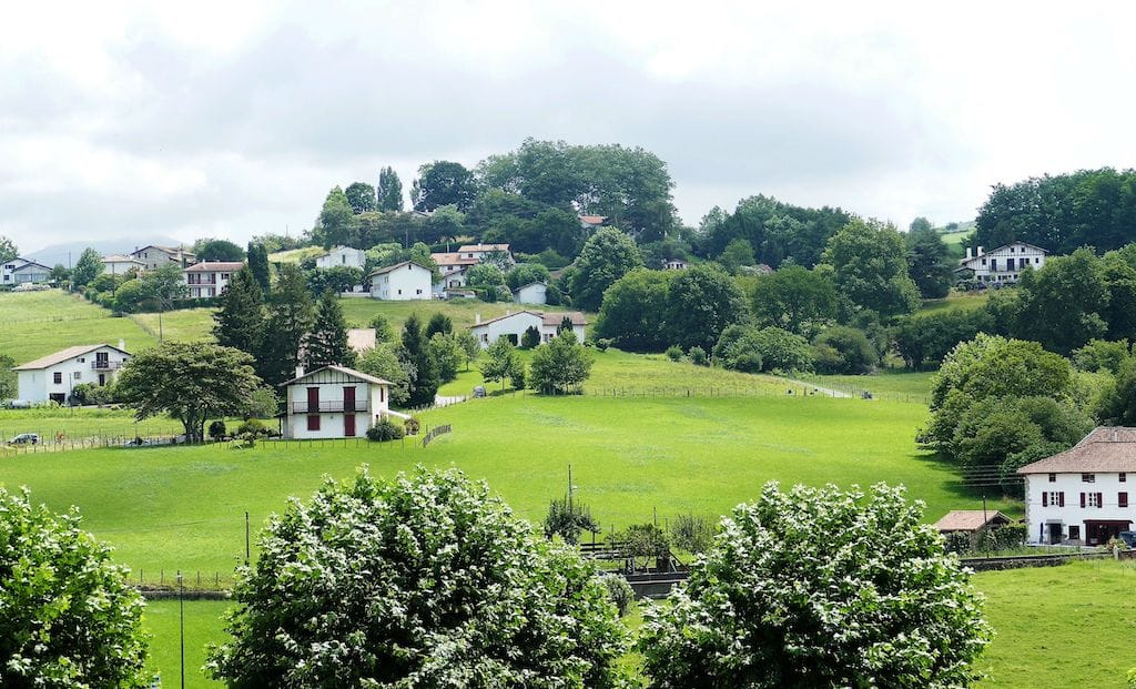 weekend-amoureux-paysbasque-Espelette campagne ©F.Perrot